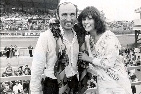 PKT3393 - 253498 FRANK WILLIAMS 1978 Grand Prix Winner Frank Williams with Pauline Beaumont, winner of the Evening News Girl of the Year.